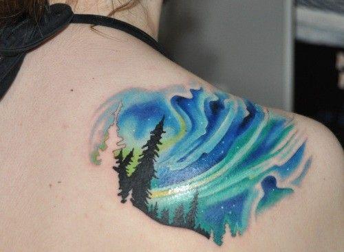 Aurora tattoo designs   Tatuagem aurora boreal.   I'd never get it for myself, but this is soo cool.
