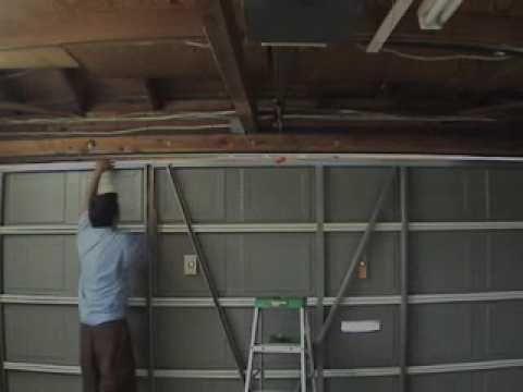 Garage Door technician in Springfield.