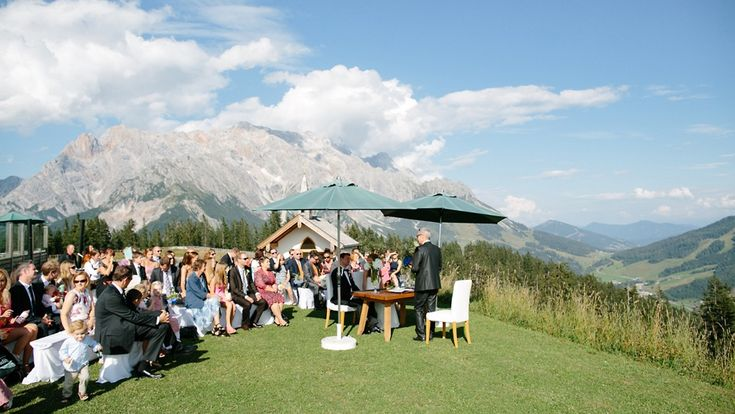 The wedding ceremony took place in a breathtaking surrounding at the heart of the Austrian Alps.