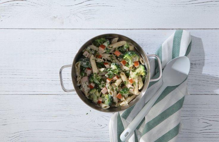 Romige pasta met gerookte kipfilet en broccoli