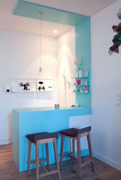 jolie cuisine bleue et blanche | More photos http://petitlien.fr/decoannecy