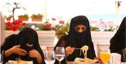 Spaghetti au menu  http://www.youtube.com/watch?v=JOD-M7WZkZQ