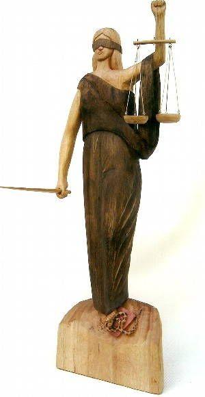 escultura feita em amendoinzeiro,foi usado extrato de nogueira para as nuances escuras