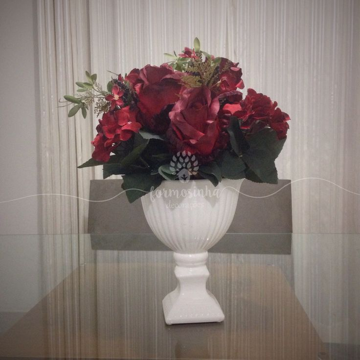Centro de mesa lindo de rosas! No mês de outubro, todo arranjo de rosa vendido terá uma parte da arrecadação revertida para o Hospital das Clinicas de Marilia. Outubro rosa. Decoração de festas, centro de mesa, arranjo de rosas, decoração, flores permanentes, silk flowers