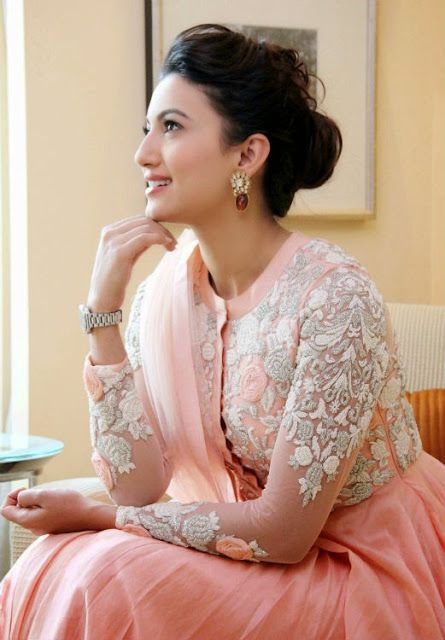 Gauahar Khan Latest Smart Dazzling Pic :Will Make Your Day More Beautyful - Mash To's