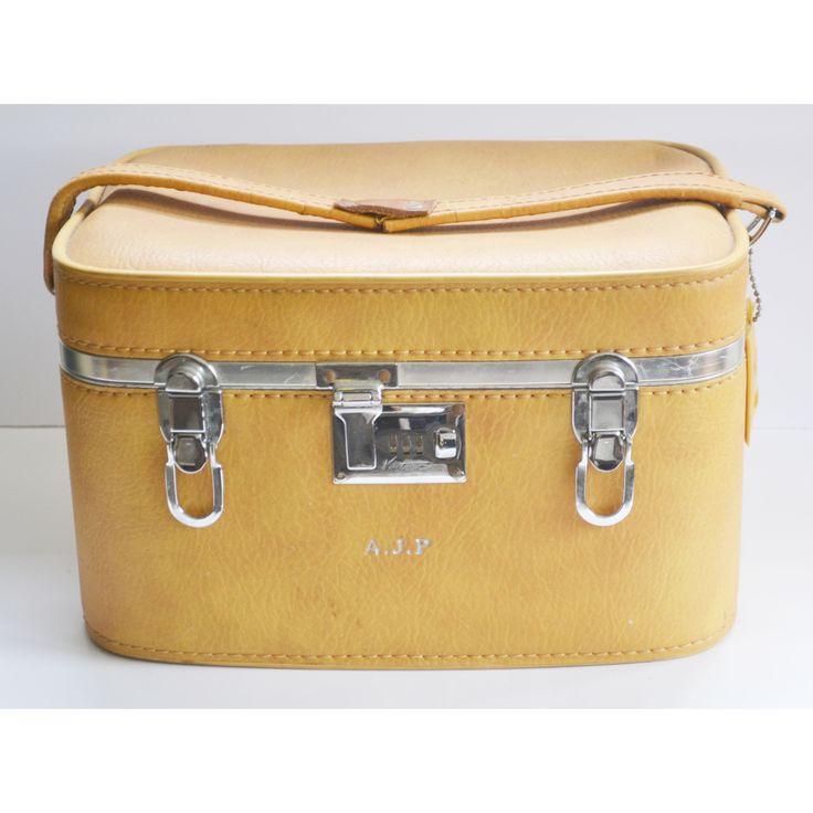 76 best Vintage Luggage & Briefcases images on Pinterest ...