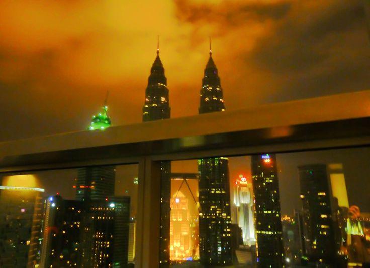 SKYBAR AT THE TRADERS HOTEL / KUALA LUMPUR, MALAYSIA