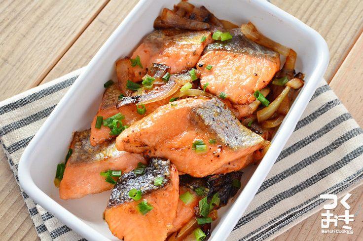 ご飯がすすむおかず。塩味がきいた鮭にちょっと醤油風味のシンプルな味付け。蒸し焼きにして醤油が香るくらいまで焼くのがポイントです。お好みで一緒にたまねぎを焼いても。