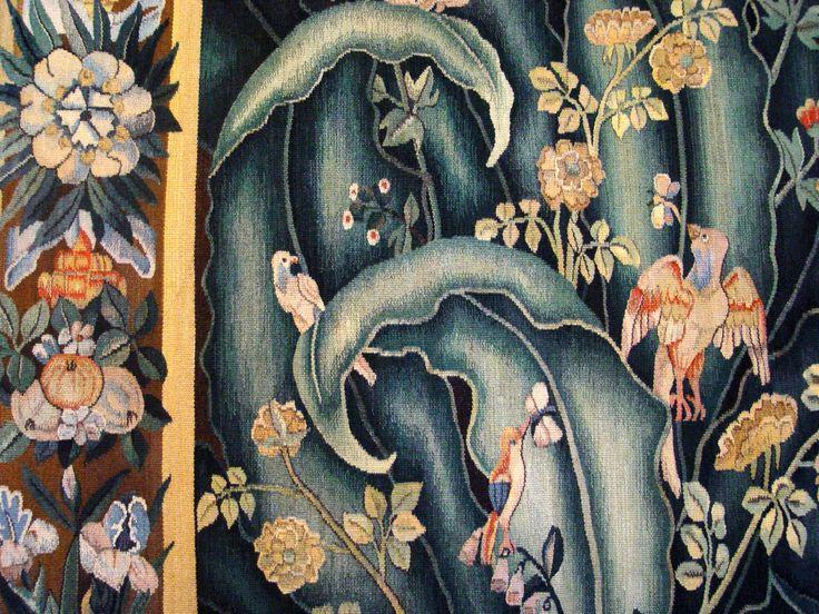 """Фрагмент вердюры """"Цветы и птицы""""."""