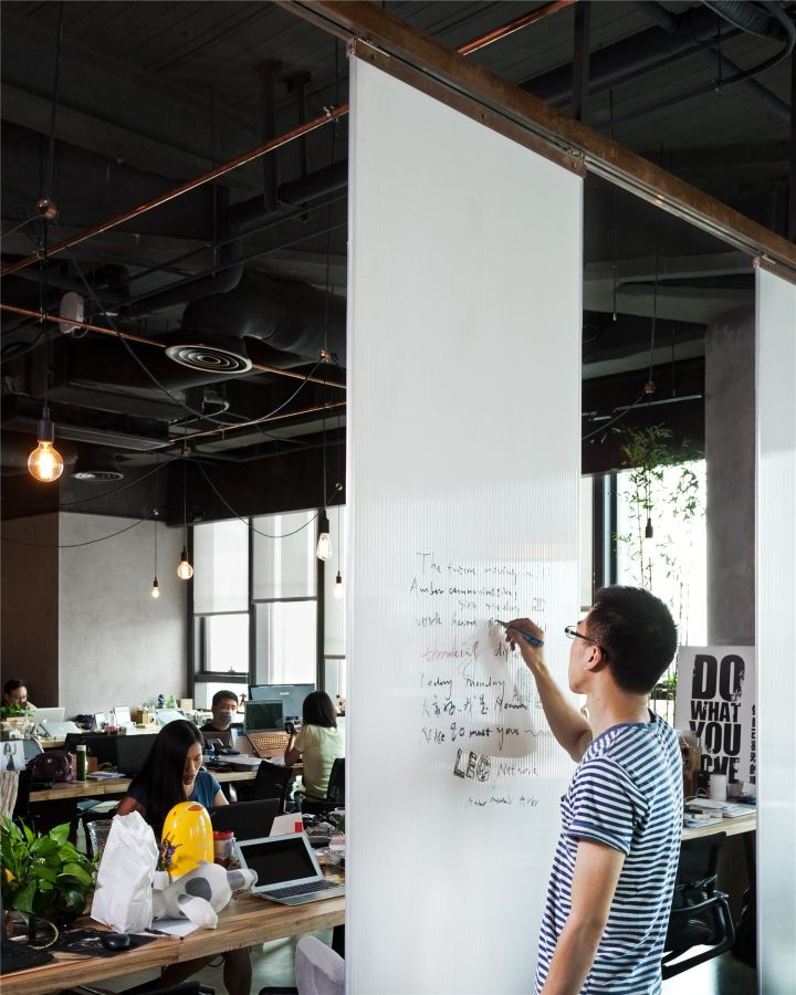 Whiteboard on tracks. Leo Digital Network Headquarter by LLLab, Shanghai – China » Retail Design Blog