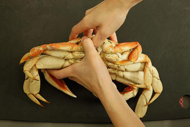 Friends/seafood Salad Shrimp Hardshell crab Dungeness crabs Crab legs Wine Steak Corn/cob *elle