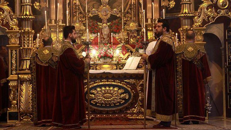 Son Patrik Mutafyan'ın sağlık sorunları nedeniyle 2008 yılında görevi bırakmasından bu yana vekillikle yönetilen Ermeni Patrikhanesi, Başpiskopos Ateşyan'ın istifasıyla seçime gitmeye hazırlanıyor.