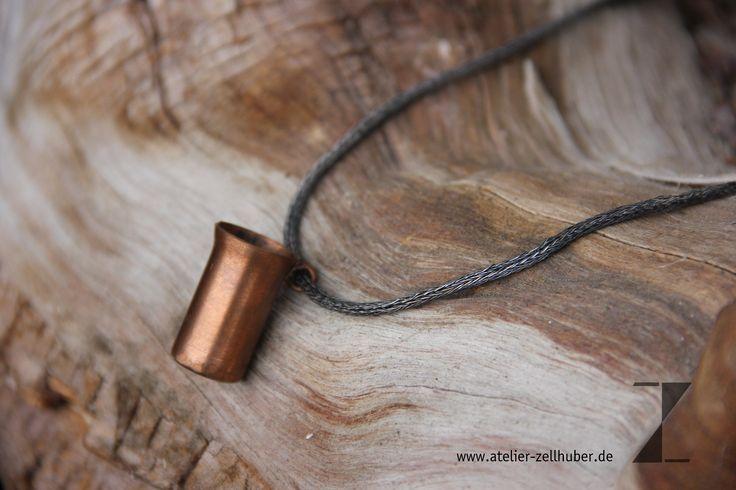 Kette handgestrickt aus Silberdraht, geschwärzt, Kupferbecher www.atelier-zellhuber.de