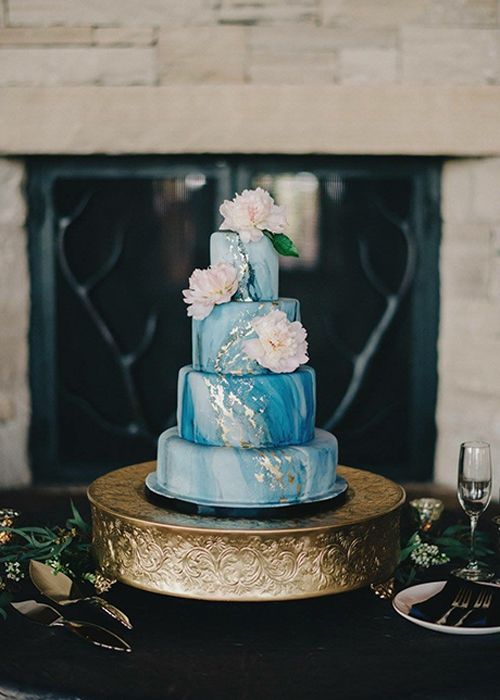 5 Expert Tips for Saving the Top Tier of Your Wedding Cake   Brides.com