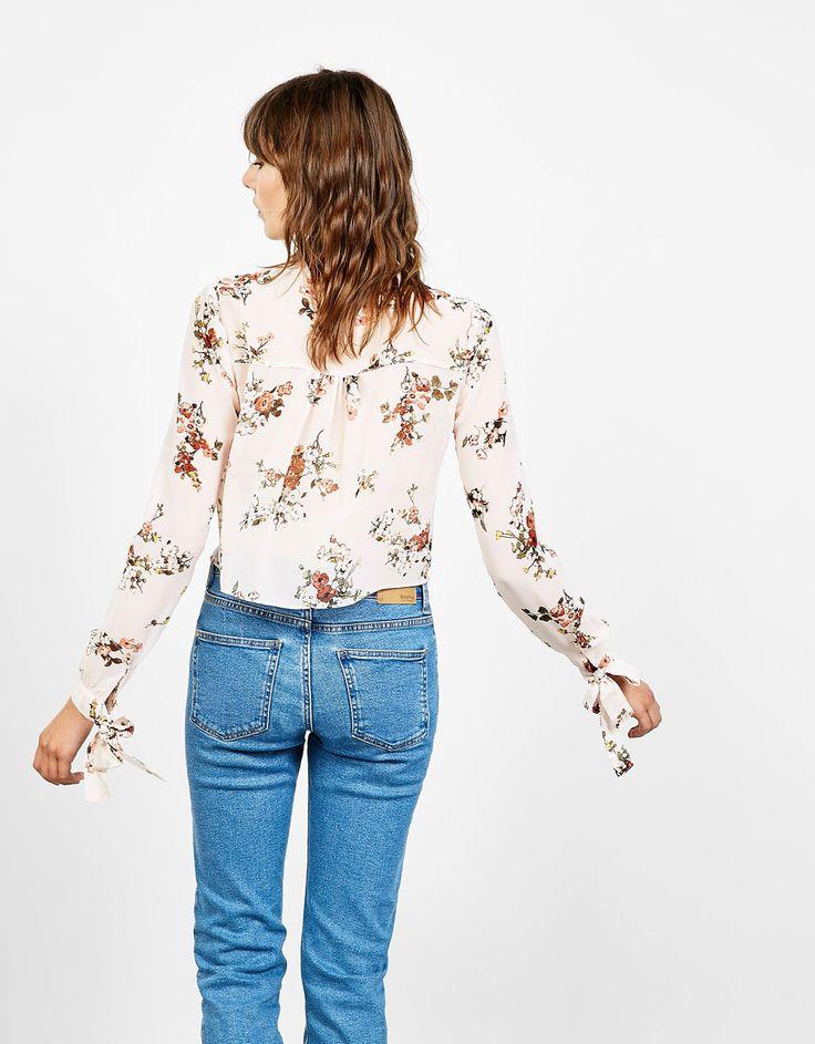 Camisa estampado flores volante y nudos en manga - Camisas - Bershka España