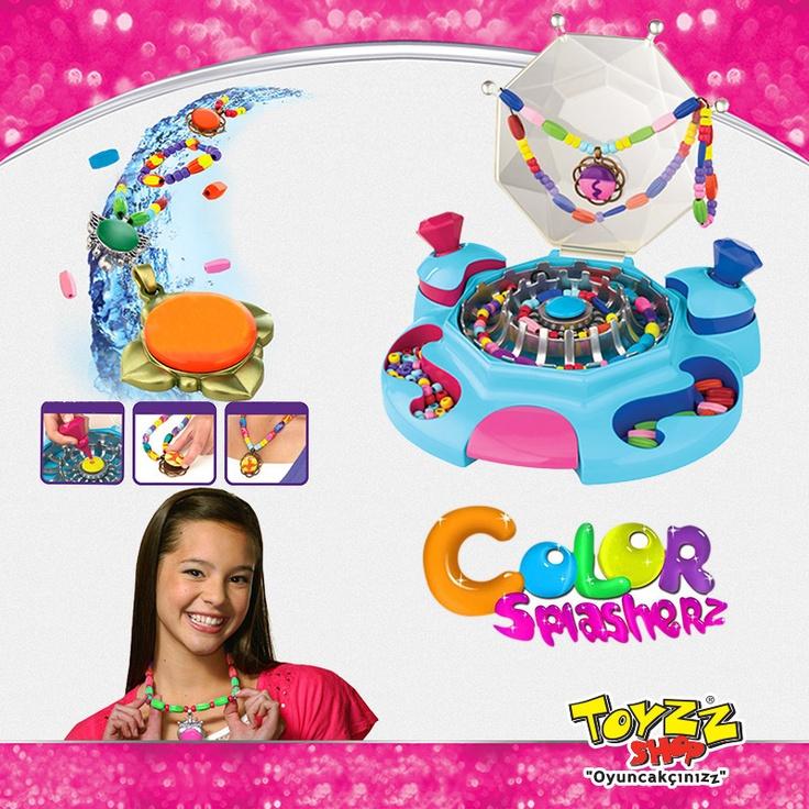 Color Splasherz Takı Stüdyosu ile kendi modanı yarat! Boncukların renklerini su ile değiştir, yeni takı koleksiyonunu oluştur. Üstelik takıların rengini tekrar tekrar değiştirebilirsin. Color Splasherz Takı Stüdyosu Toyzz Shop'ta.