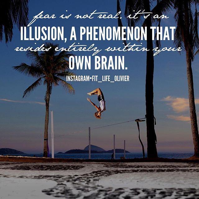 #peur La peur n'est pas réel c'est une illusion un phénomène qui réside entièrement dans ton esprit.  Quelque soit la grandeur de tes peurs tu devras choisir une de ces 3 voies :  Tu dois faire avec passer en dessous ou les contourner.  Mais si tu dois mettre tes peurs de côté avant doit devant toi en passant à travers elle.  Une fois que tu mets tes peurs derrière toi rappelle toi de cela :  La Peur est une illusion que nous avons tous ressenti. La Foi est ce qui nous pousse à aller de…