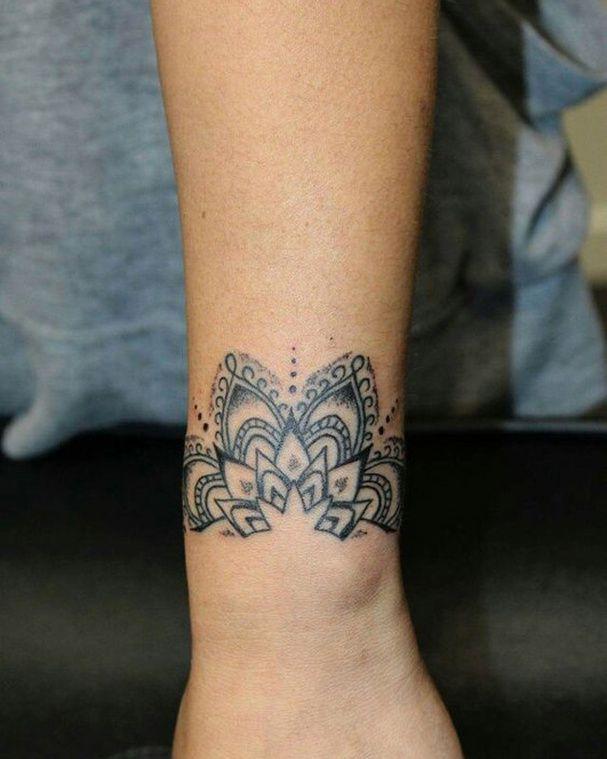 25 tatouages inspiration dentelle pour un look élégant