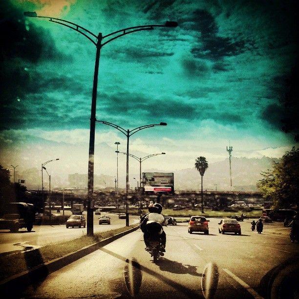 Calle 33, Mañanas de tormenta. Photo by g_arango