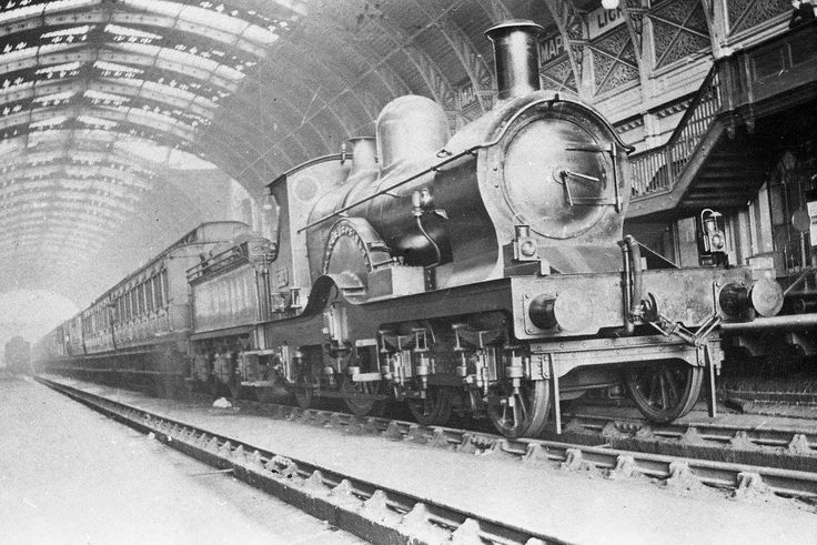 G.W.R. Dean Single Walter Scott at Paddington with an Oxford express in 1904.
