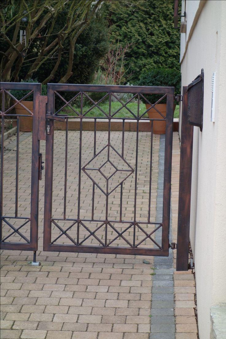Moderne Gartentür aus Metall in Idstein