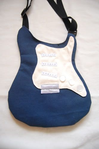 Guitar bag | by http://boredandcrafty.com