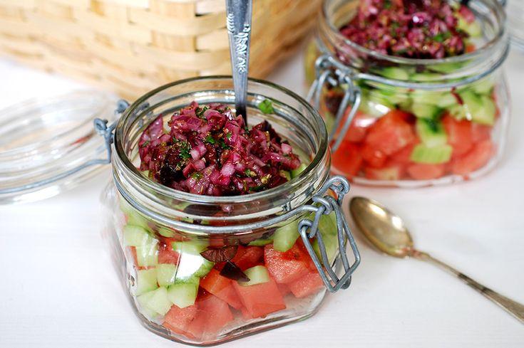 En fräsch picknicksallad med härliga smakkombinationer och blandade texturer.