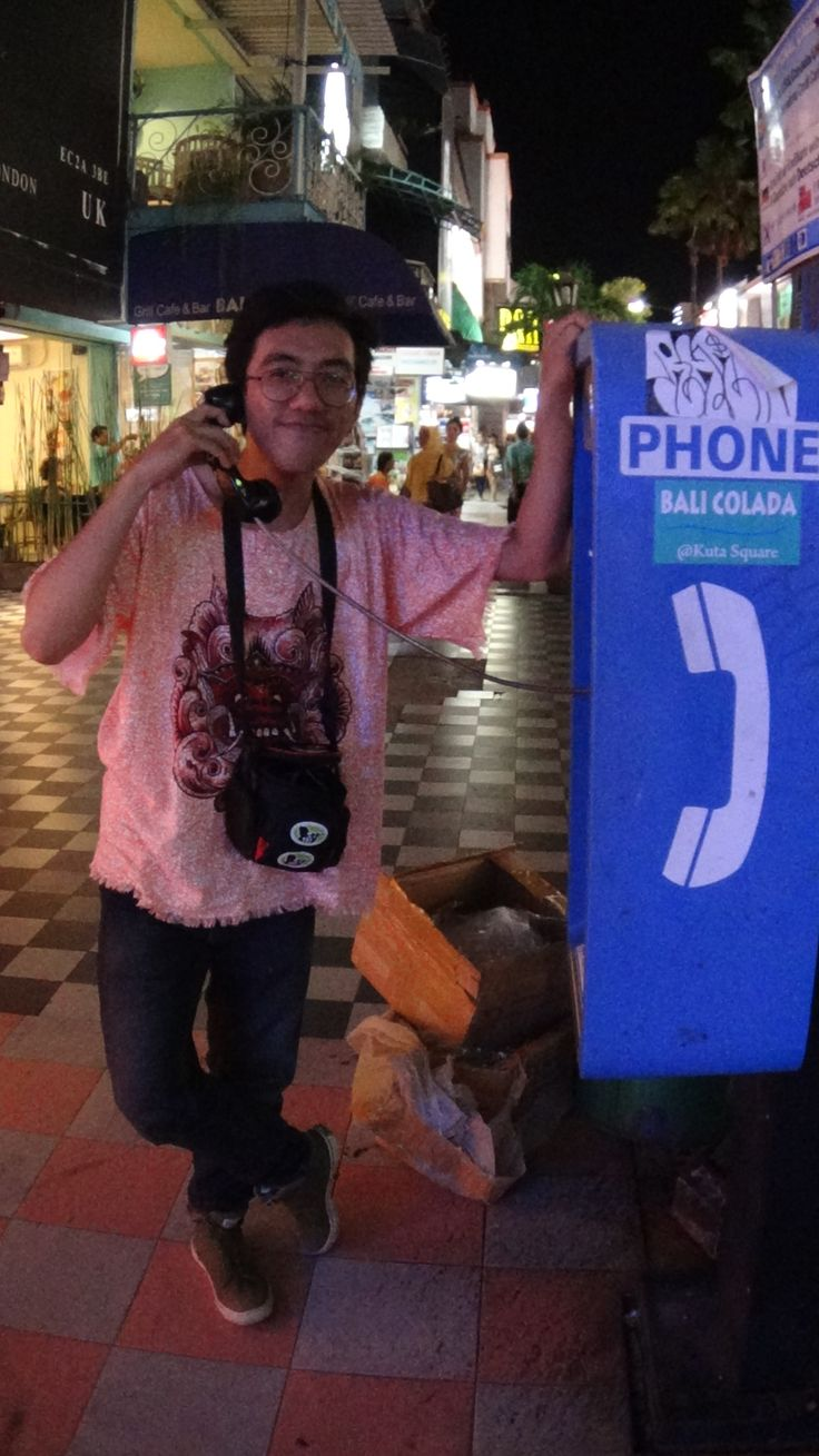 Bali - Indonesia, Phone booth call from my lovely qonit :p