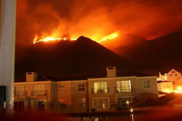 Cape Town Wildfire: Better Seen Than Heard [16 Photos]