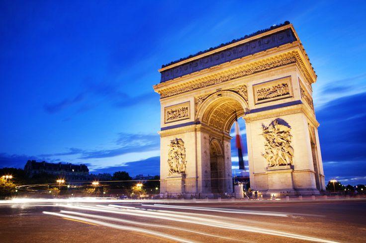 ¿Sabías que en los muros de El Arco del Triunfo están escritos los nombres de los 558 generales del imperio francés? http://soy.ph/Paris_ViajesPin #París #ViajesPalacio