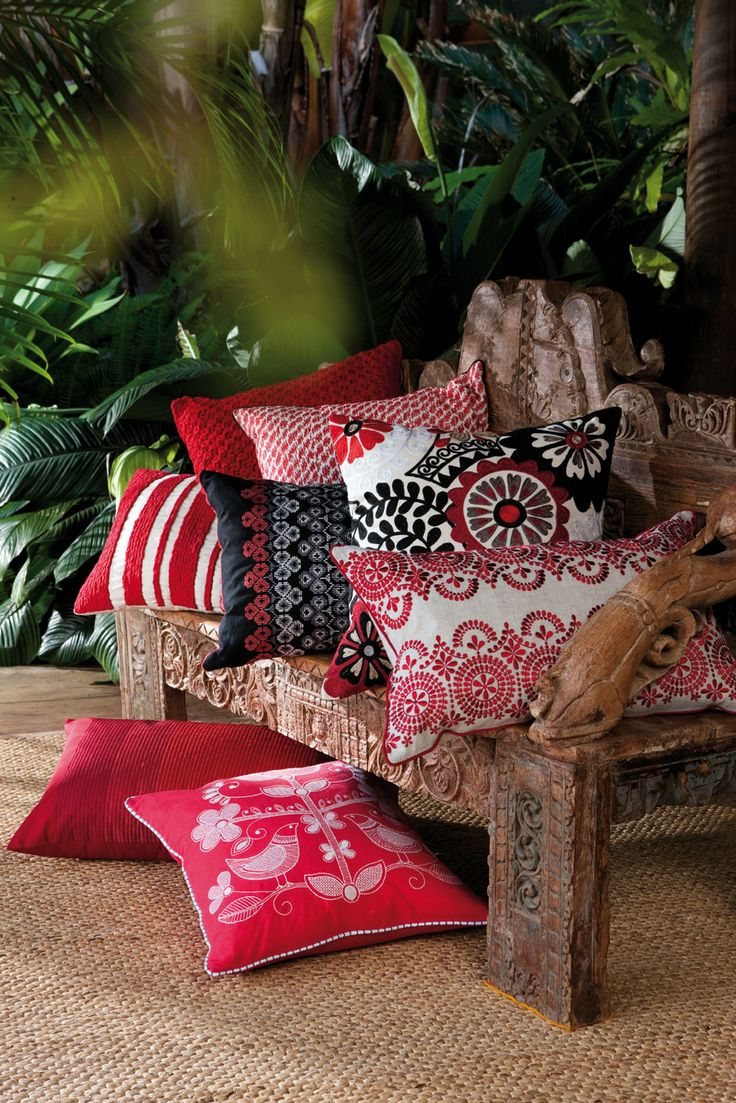 Black and red dynamics: KAS Cushions Edition 20