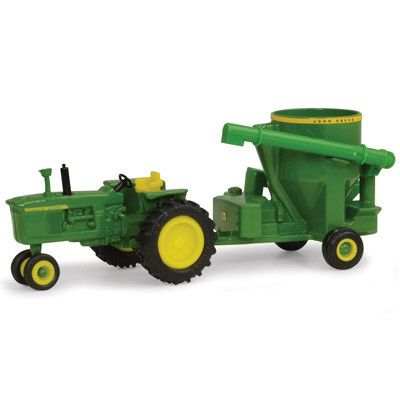 Die-cast and plastic construction. Compatible with 1/64 tractors and implements.. Age grade: 3+ TBE45468