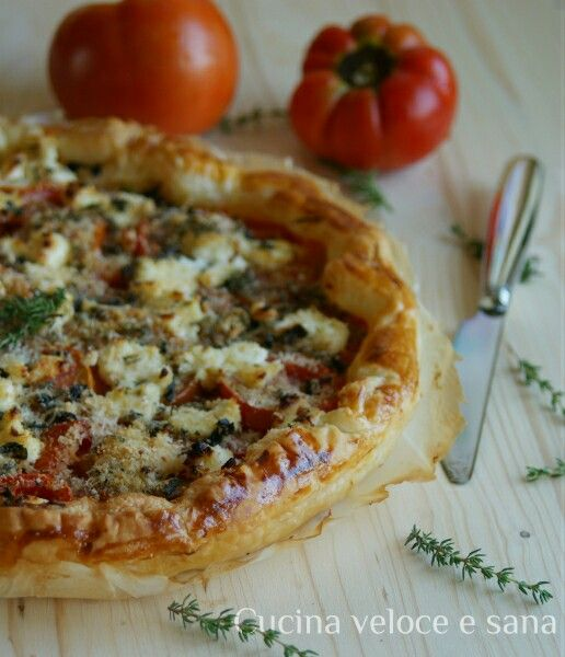 Torta salata pomodori, robiola, timo http://blog.giallozafferano.it/cucinavelocesana/torta-salata-con-pomodori-e-robiola/