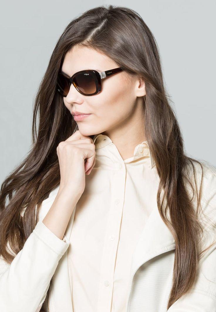 ¡Consigue este tipo de gafas de sol de Vogue ahora! Haz clic para ver los detalles. Envíos gratis a toda España. VOGUE Eyewear Gafas de sol brown: VOGUE Eyewear Gafas de sol brown Ofertas     Ofertas ¡Haz tu pedido   y disfruta de gastos de enví-o gratuitos! (gafas de sol, gafa de sol, sun, sunglasses, sonnenbrille, lentes de sol, lunettes de soleil, occhiali da sole, sol)