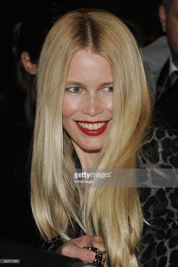 Claudia Schiffer arrives at the Yves Saint Laurent Ready-to-Wear A/W 2009 fashion show during Paris Fashion Week at Palais de Tokyo on March 9, 2009 in Paris, France.