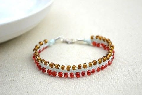 Homemade jewelry-simple friendship bracelet for boyfriend and girlfriend  .  Free tutorial with pictures on how to make a beaded bracelet in under 120 minutes by jewelrymaking with seed beads, clasps, and nylon thread. Inspired by clothes