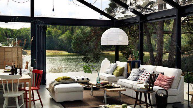 Un salon ouvert dans la véranda // http://www.deco.fr/diaporama/photo-verandas-xxl-un-pied-dans-la-nature-48783/veranda-688207/
