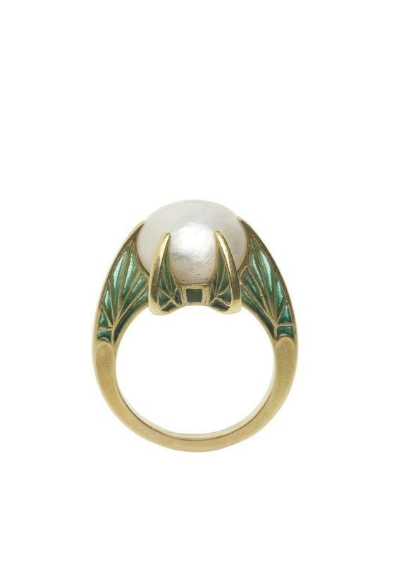 1900 Ring... sadly in a french museum (via Centre de documentation des musées - Les Arts Décoratifs)