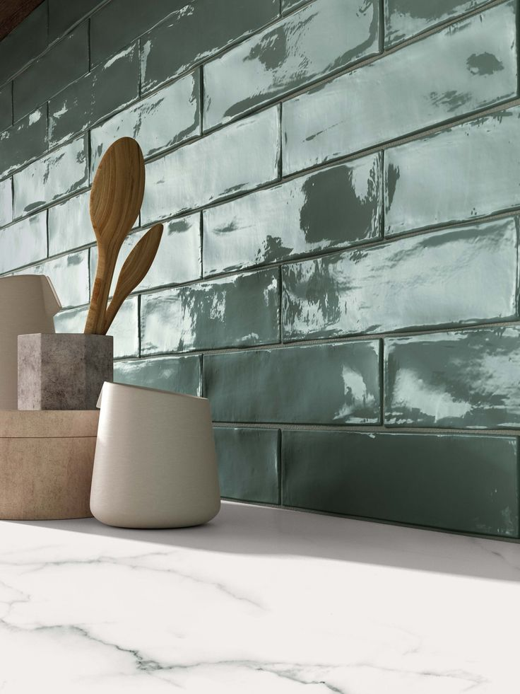 Une association noble de #marbre et de #carrelage mural pour votre #cuisine