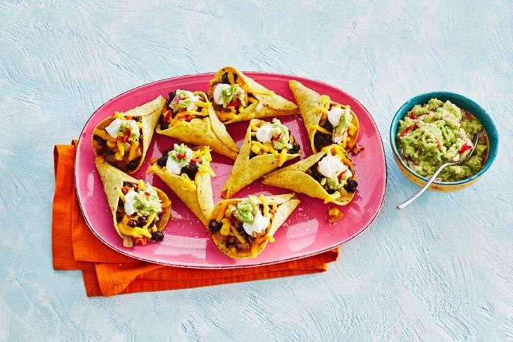 Tacocones met zwartebonenchili, cheddar en guacamole - Recept - Allerhande