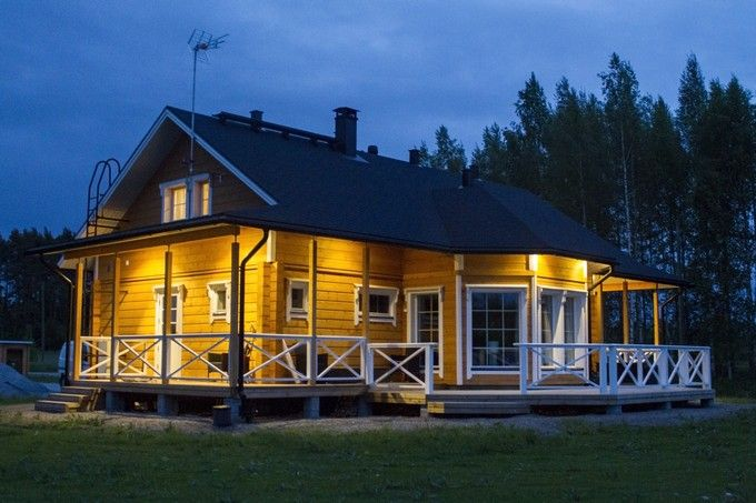Highlight the look of your home's facade with impressive Iooking outdoor lighting. What do you think of the lighting solutions in this log house?