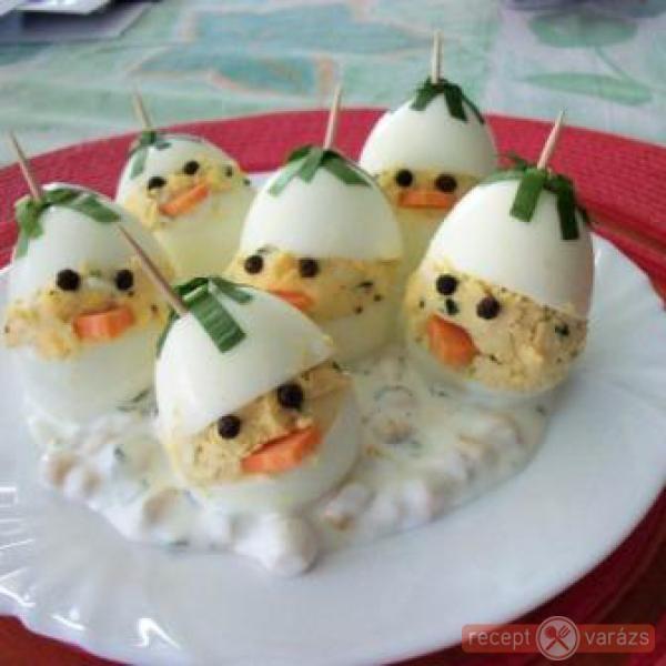 Medvehagymás töltött tojás majonézes kukoricasalátával