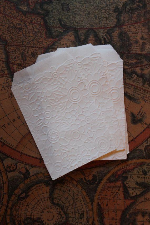 sacchetti carta confettata 7x10 disegno in rilievo