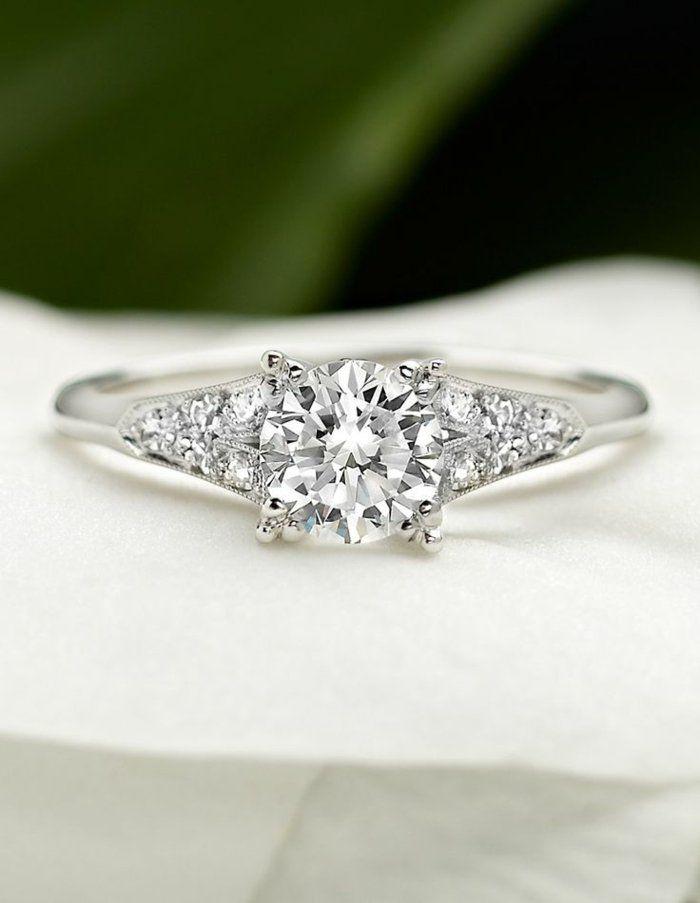 jolie bague de fiançailles avec diamants