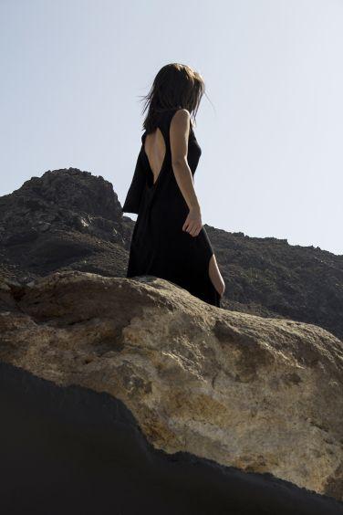 Aenaon topos.  Aenaon Villas | photography Irini Giotopoulou | Clon8 Circle   https://thegreekdesigners.com/…/30/aenaon-serenity-in-thira/