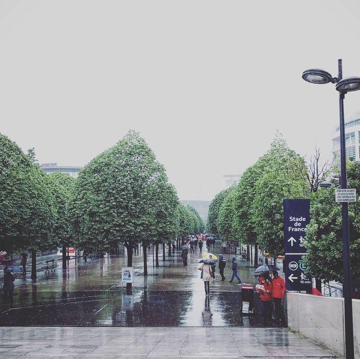 #pluie #stadedefrance #rain #rainy #pluviophile #pluvieux #parisbypur #parismylove #saintdenis #rer #rerb #plainestdenis #travail #france #euro #дождь #париж #photographeparis #photographe #igers #igersparis #instagood #instafrance #instafrenchie