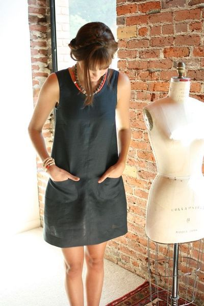 Linen sheath dress. Need to make a few in summer colors!                                                                                                                                                      Mais