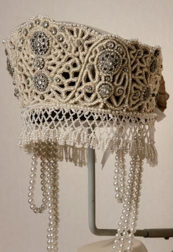 Kokoshnik fancy NV Bezobrazov Russia, St. Petersburg (?). 1903 (?) Visit the sections: ∙ ∙ Conducted Fancy dresses. Princes, princesses and others. The silk, brocade, metallic thread, beads, glass, imitation pearls; embroidery, weaving Height 14.0; diameter 16.0 Post. in 1941 of the GME; previously: in GMP Inv. EFV-number 13441
