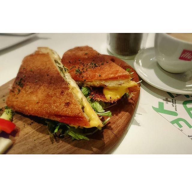 #Fplus #エフプラスアフィニティダイニング #🍸 #🍳 #sandwich #cubansandwich #キューバサンド #🍞 #cafe #横浜カフェ #肉寿司 #🐮 #🐴 #とろ #牛肉 #馬刺し #🍖 #💓 #肉 #bar #横浜 #yokohama #🍣 #sushi #平日 #🍴 #foodstagram