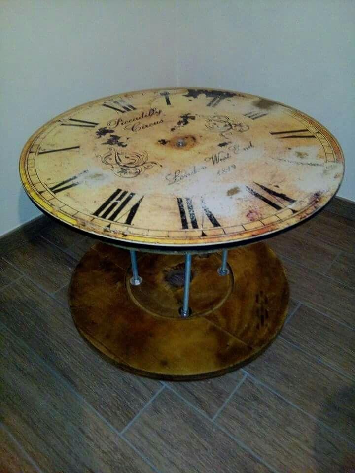 Rocchetto di legno trasformato in tavolino